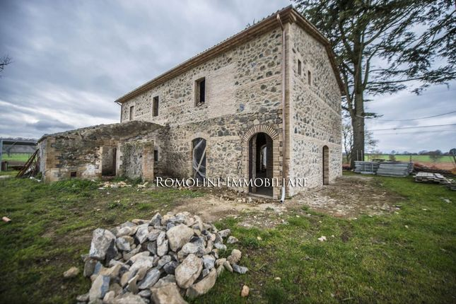 6 bed farmhouse for sale in Castel Giorgio, Umbria, Italy