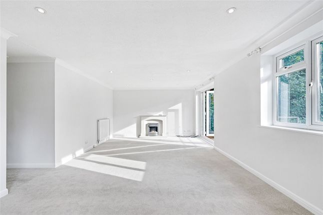 2 bed flat for sale in Egerton Road, Weybridge KT13