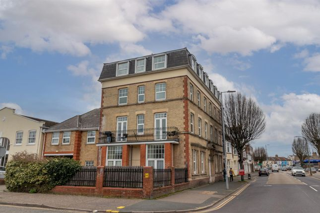 Thumbnail Flat to rent in Victoria Heights, Carnarvon Road, Clacton-On-Sea