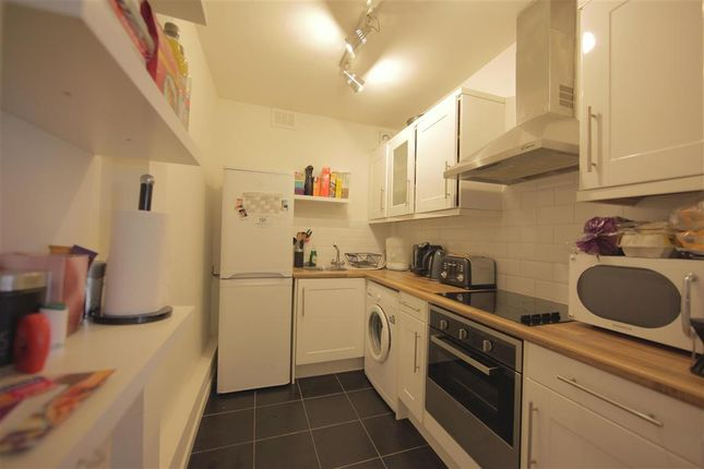 2 bed flat for sale in Croydon Road, Reigate, Surrey