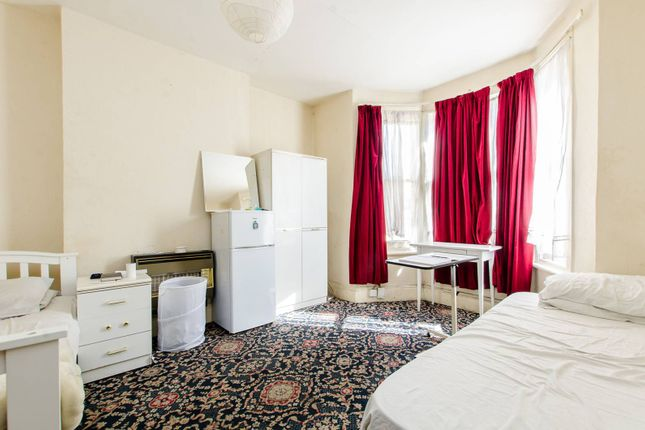 Thumbnail Property for sale in Arlingford Road, Brixton