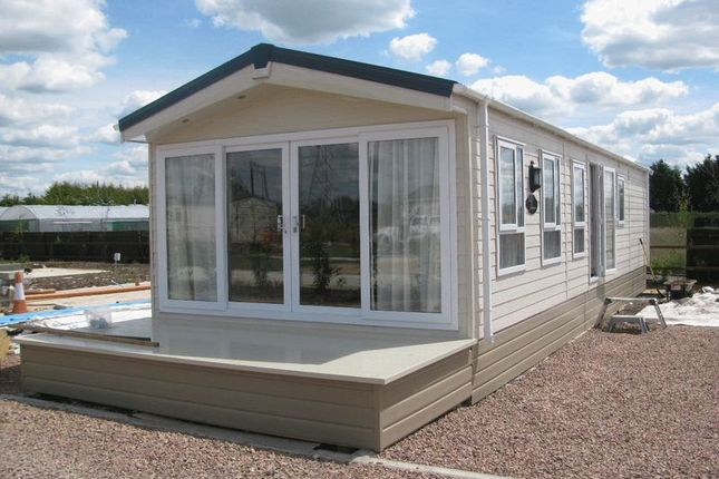 2 bed mobile/park home for sale in Tewkesbury Road, Norton, Gloucester