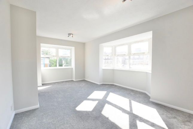 2 bed flat to rent in Adeliza Close, Barking IG11