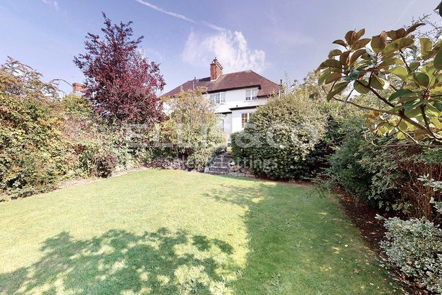 Picture No. 18 of Hill Rise, London NW11