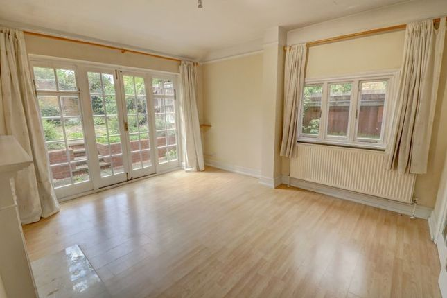 Thumbnail Flat for sale in Park Avenue, Abington, Northampton