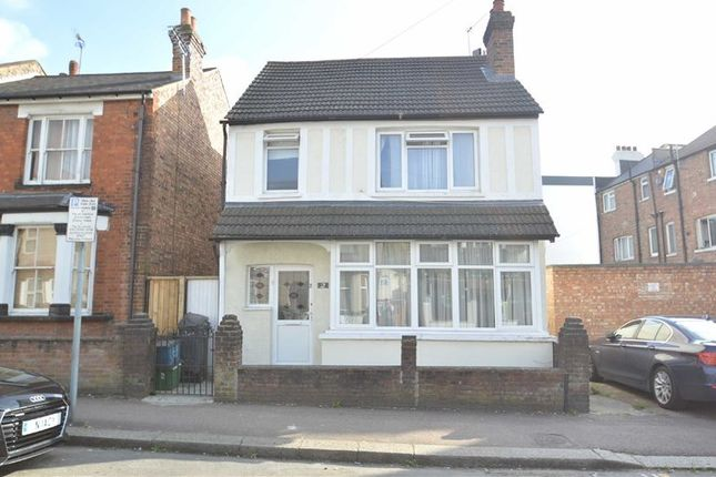 Thumbnail Detached house for sale in Victoria Road, Coulsdon