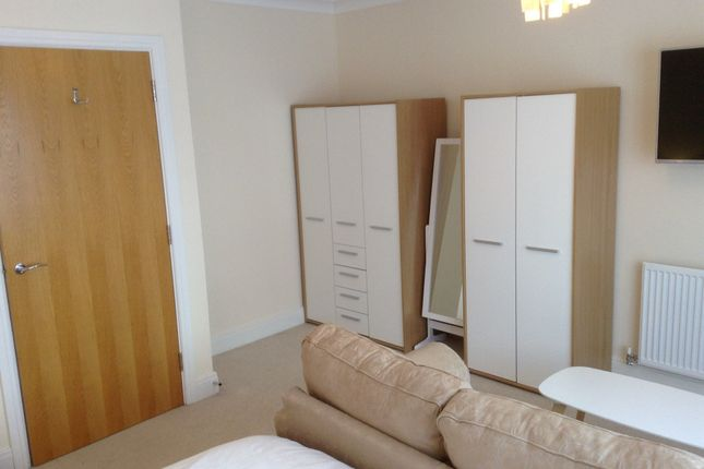 Thumbnail Room to rent in Allington Close, Farnham