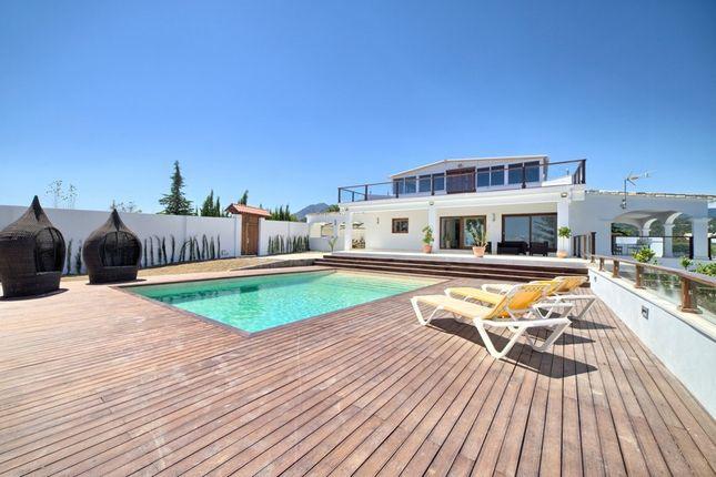 Villa for sale in El Padron, Costa Del Sol, Spain