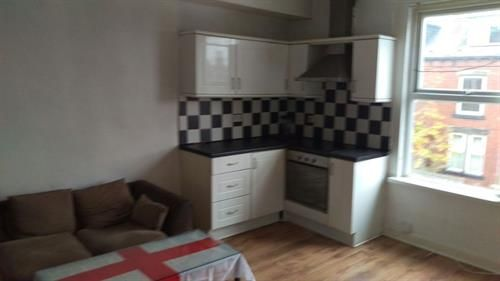 Thumbnail Flat to rent in Flat 2 22 Trentham Grove, Leeds