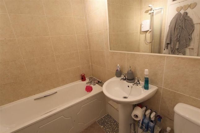 Bathroom of Heywood Court, Heywood Road, Liverpool L15