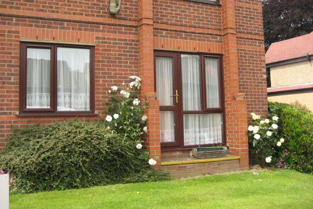 Thumbnail Flat for sale in Regency Court, Enfield