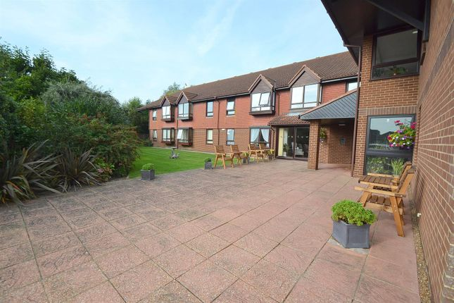1 bed flat for sale in Mill Road, Hailsham BN27
