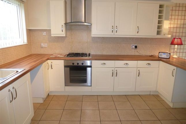 4 bed terraced house to rent in Shepherds Row, Castlefields, Runcorn