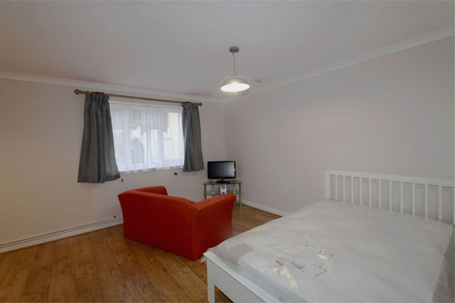 Thumbnail Flat to rent in 1 York Court, York Avenue, St Peter Port