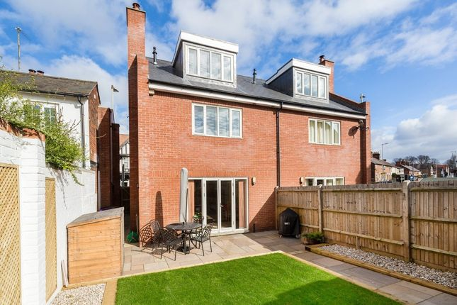 Thumbnail Town house for sale in Nightingale Road, Hitchin