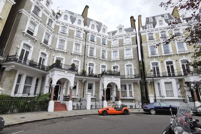 2 bed flat to rent in Redcliffe Square, London SW10