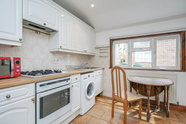 1 bed bungalow to rent in Horn Lane, Acton, London W3