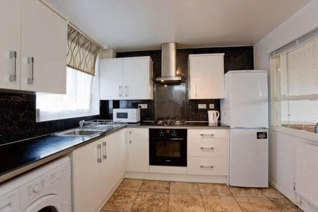 Thumbnail Flat to rent in Hanbury Street, London