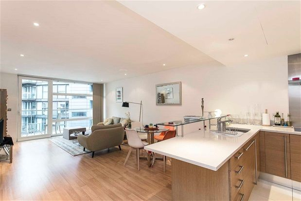 2 bed property to rent in Queenstown Road, London