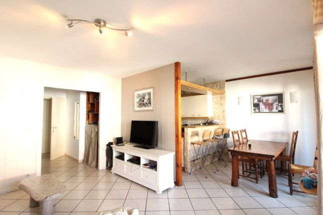 2 bed apartment for sale in Rhône-Alpes, Haute-Savoie, Annemasse