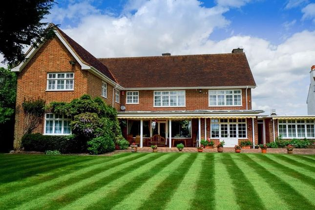 Thumbnail Detached house for sale in Hadley Common, Barnet