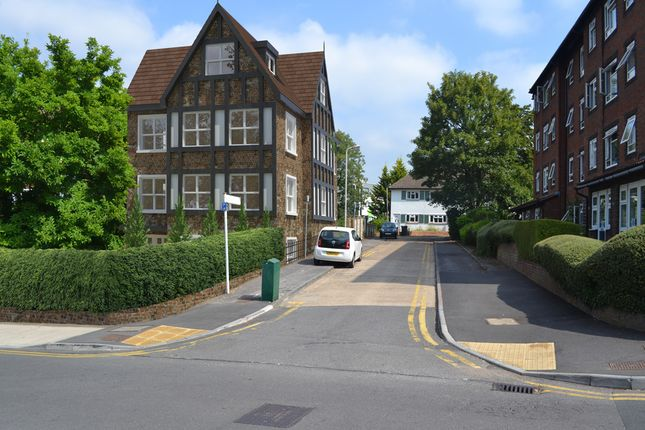Studio for sale in South Bank, Surbiton KT6