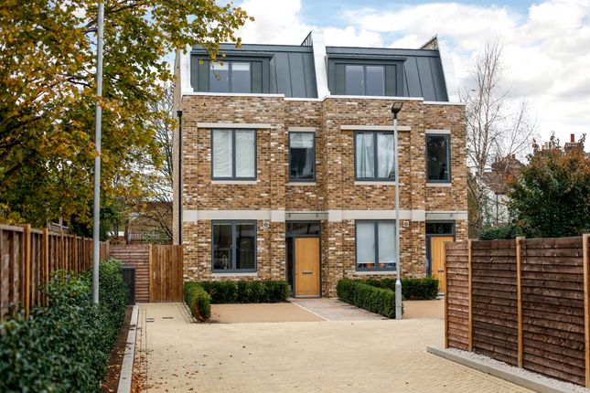 Thumbnail Semi-detached house to rent in 14 Wellsborough Mews, London