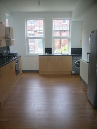 Thumbnail Shared accommodation to rent in Estcourt Ave, Hyde Park, Leeds 3Es, Hyde Park, UK