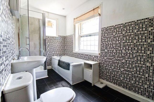 Familybathroom of Trinity Street, Huddersfield HD1