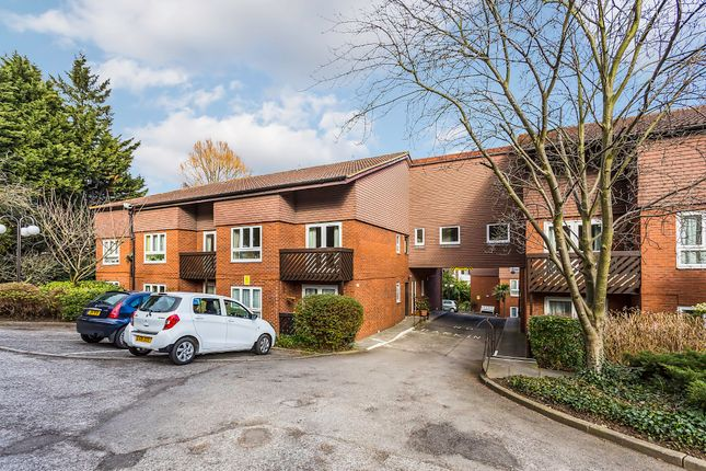 Thumbnail Flat to rent in Cedar Close, West Dulwich, London
