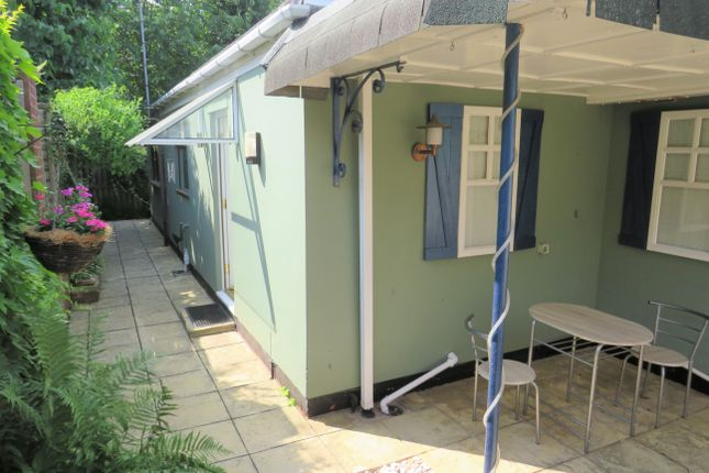 Thumbnail Studio to rent in Rockingham Gardens, Sutton Coldfield