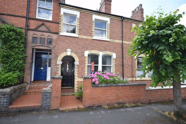 Town house for sale in Kings Avenue, Stone