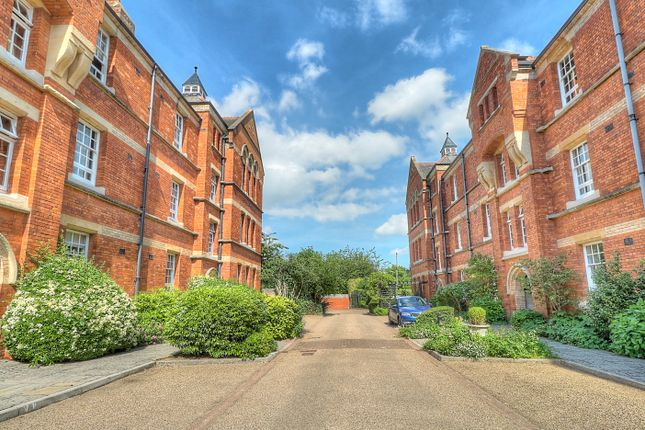 2 bed flat for sale in The Mount, Taunton TA1