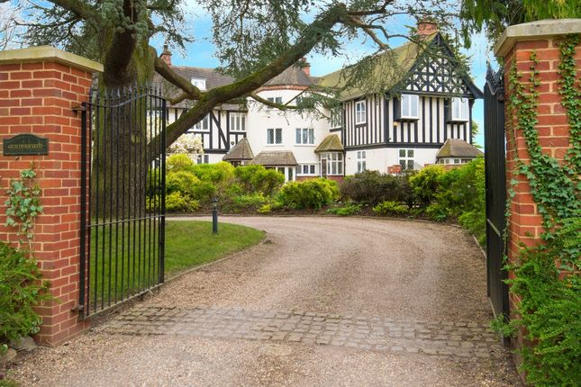 Thumbnail Country house for sale in Hill Farm Road, Taplow