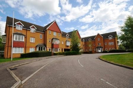 Thumbnail Flat to rent in Redoubt Close, Hitchin, Hertfordshire