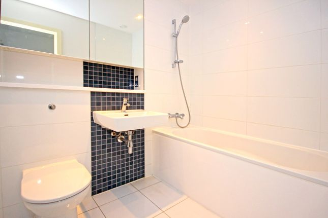 Flat to rent in Kd Tower, Hemel Hempstead