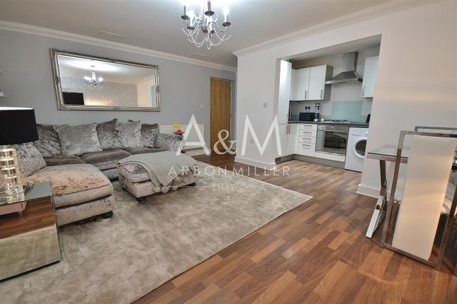 2 bed flat to rent in Walter Mead Close, Ongar CM5