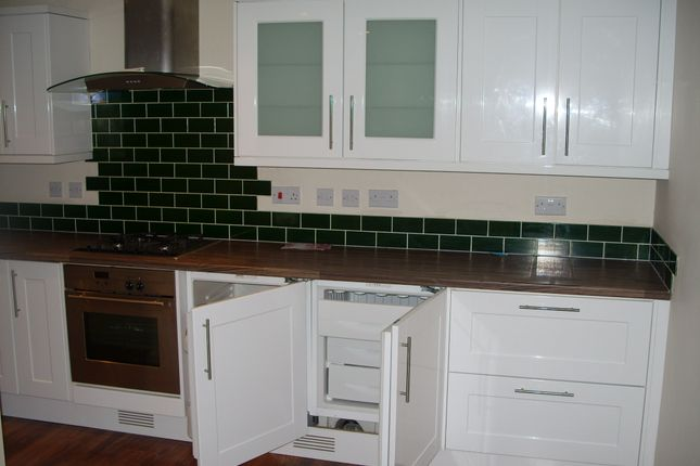 Thumbnail Terraced house to rent in Lucas Gardens, Luton