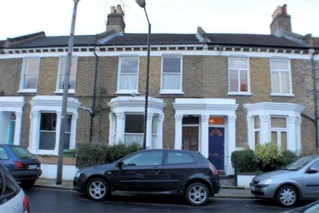3 bed property to rent in Oswyth Road, London