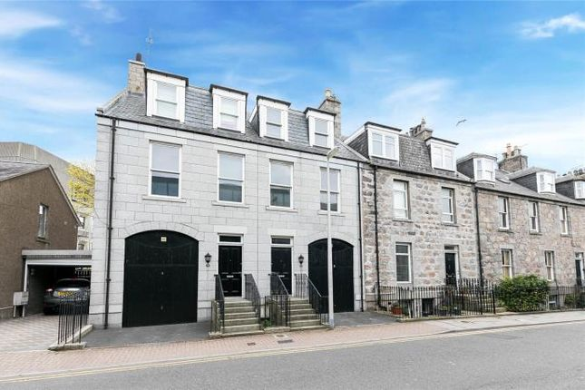 3 bed semi-detached house to rent in Crimon Place, Aberdeen AB10