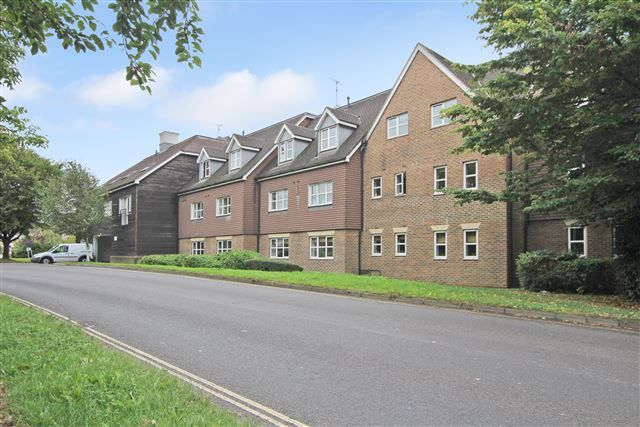 1 bed flat for sale in Kitsbridge House, Copthorne, Crawley