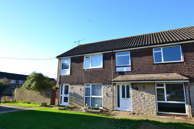 3 bed terraced house to rent in Court Lodge Road, Horley RH6