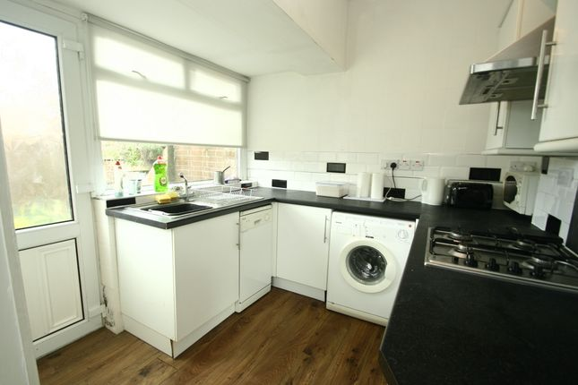 2 bed flat to rent in Seventh Avenue, Heaton