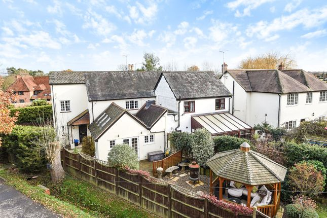 Thumbnail Cottage to rent in Basingstoke Road, Swallowfield, Reading