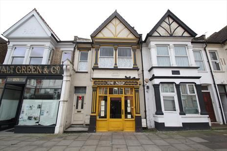 Thumbnail Pub/bar for sale in Myddleton Road, Bowes Park, London