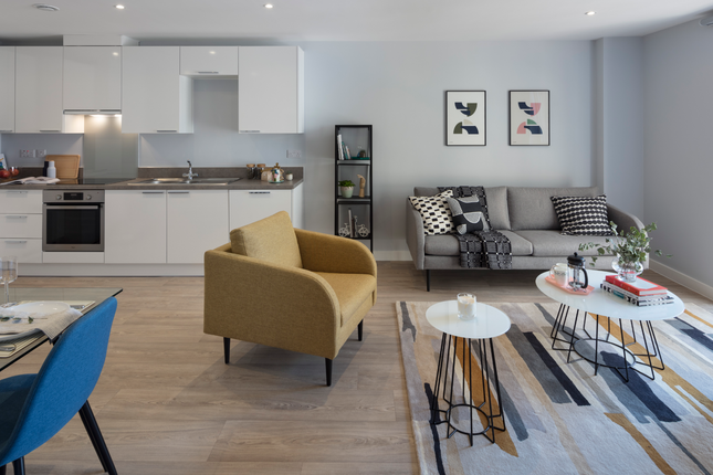 Thumbnail Flat to rent in Waterman Walk, Manchester
