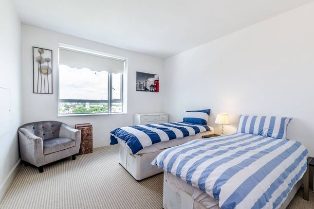 Thumbnail Flat to rent in Eaton House, Canary Wharf