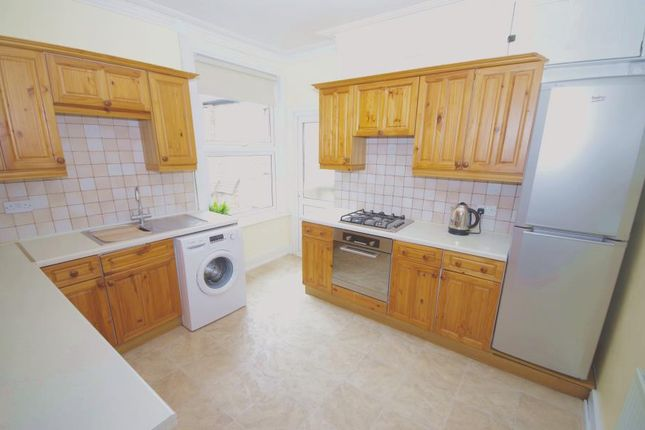 2 bed flat to rent in Granville Road, North Finchley