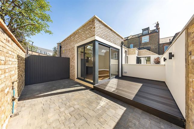 Thumbnail Terraced house for sale in Crescent Lane, London