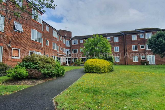 Thumbnail Flat to rent in Mount Pleasant Road, Poole